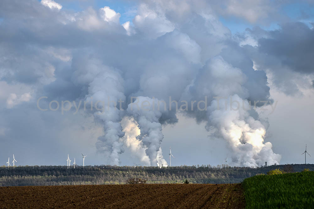 Smoke emission from lignite-fired power plants